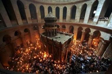 اخبار ظهور 96 فيض النور المقدس من قبر السيد المسيح في كنيسة القيامة في ...