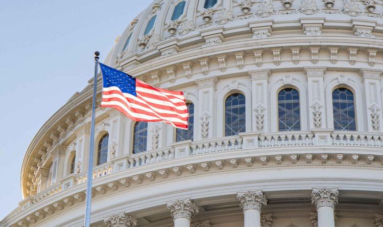 الكونغرس يحقق حول أجسام طائرة غريبة