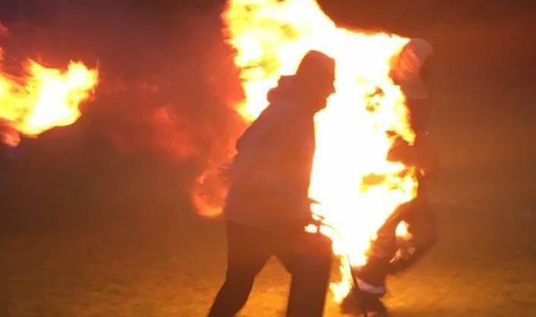بالصور: أضرم النار بنفسه ليركض في الماراتون!