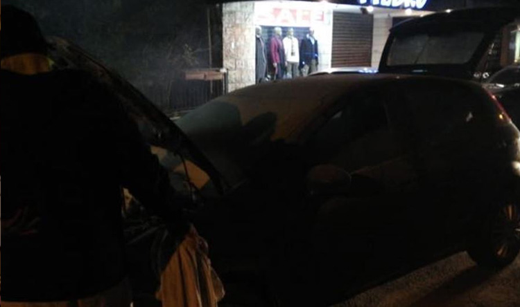 بالصورة: حريق داخل سيارة في بعبدات