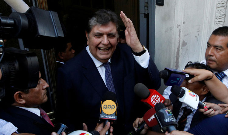 رئيس دولة ينتحر قبل اعتقاله!