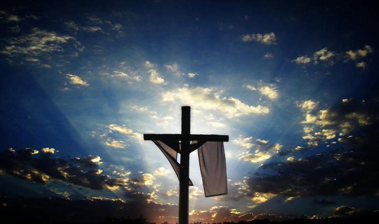 المسيح قام الأحد... فلماذا نعيّد سبت النور؟