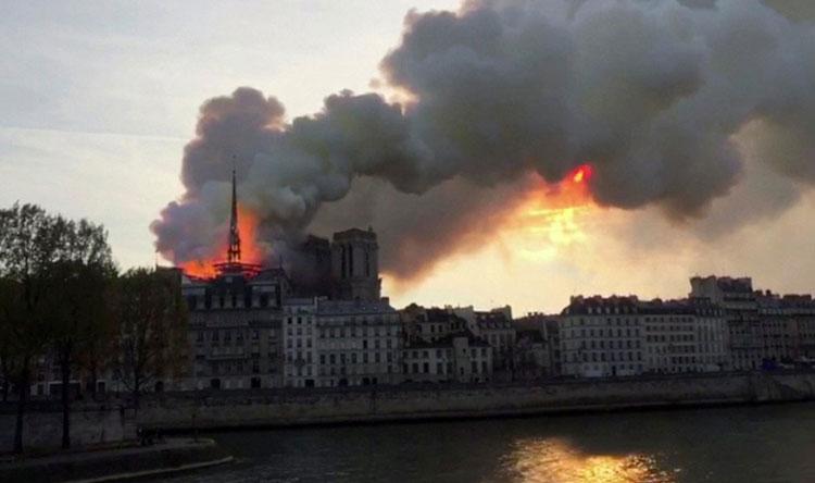 لبنان يتضامن مع فرنسا بعد الحريق