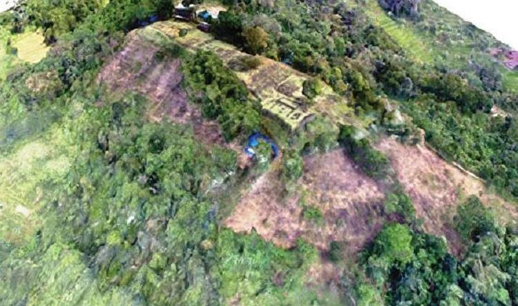 هرم غامض في غابات إندونيسيا