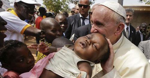 البابا فرنسيس من مسجد بانغي: المسيحيون والمسلمون أخوة