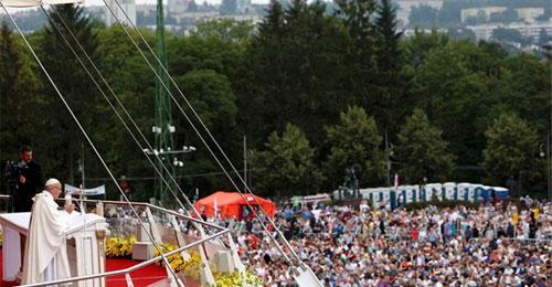 بالصور- البابا في اليوم الثاني من اليوم العالمي للشباب: الانجذاب للسلطة والعظمة بشريّ بشكل مأساوي