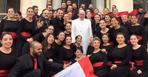 """بالفيديو والصور – البابا في لقاء الأربعاء بالفاتيكان: أنتم من أجمل ما سمعت.. """"يعيش لبنان"""""""