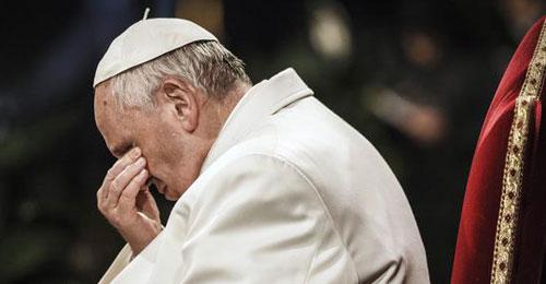 البابا فرنسيس: أعمال العنف الشنيعة في العراق تبكينا وتصدمنا وتعجزنا عن الكلام