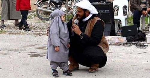 بالصورة: أصغر تائبة في داعش