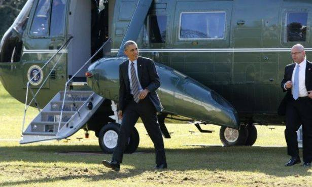بالصور: عندما ينسى أوباما هاتفه!