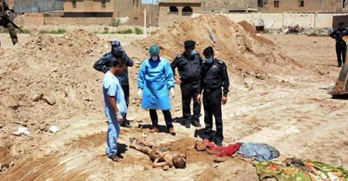 """بالصور: كابوس انساني.. اكتشاف 72 مقبرة جماعية لـ""""داعش"""""""