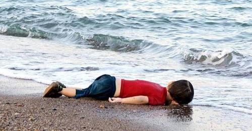 الطفل الذي هزّ ضمير العالم… هذا ما قاله والده وعمته!