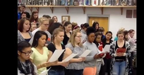 بالفيديو: طلاب أميركيون ينشدون النشيد الوطني اللبناني