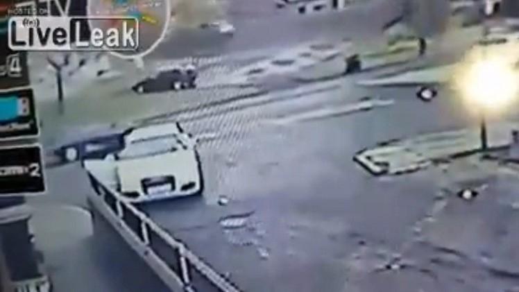 الفيديو: بريطانية تصارع لصاً وتستعيد سيارتها
