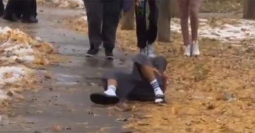 بالفيديو: شهر الطفل مسدسه اللعبة.. فقتلته الشرطة