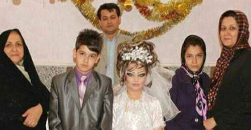 بالصور: عريس الـ14 عاماً يتزوج عروس الـ10 أعوام في إيران