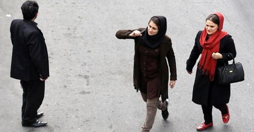 """المواد الحارقة على وجوههن… عقاب النساء اللواتي لا يرتدين الحجاب """"بشكل سليم"""" في إيران"""
