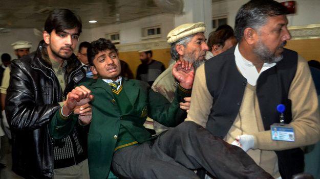 """""""الاندبندنت"""": 8 ساعات من الرعب والخوف عاشها تلاميذ مدرسة بيشاور"""