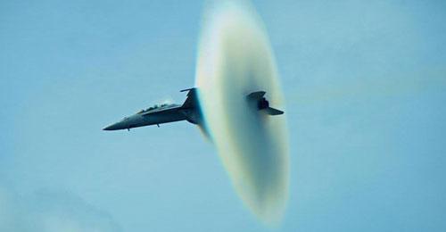 بالصور: هكذا تخترق الطائرات جدار الصوت!
