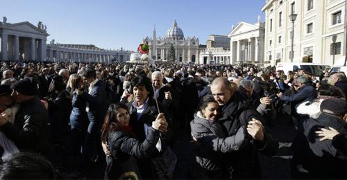 بالفيديو والصور: تانغو جماهيري احتفالاً بعيد البابا فرنسيس