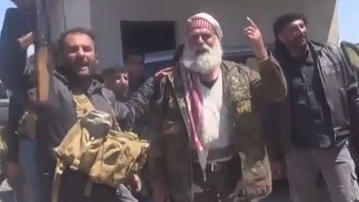 بالفيديو – من داخل جسر الشغور: أغنية من مقاتل للأسد وماذا قال المدنيون؟