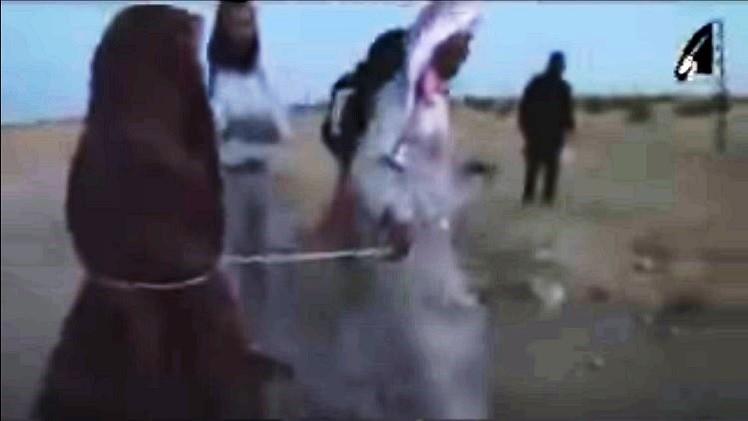 """بالصور: """"داعش"""" يرجم امراة سورية حتى الموت بتهمة الزنى"""