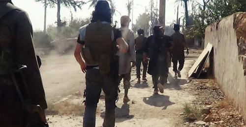 داعش يتقدم بسوريا والعراق رغم الضربات: الوصول لأبواب كوباني وسقوط هيت بعد ساعتي معارك!