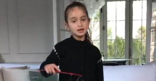 بالفيديو: حفيدة ترامب تساعد جدها في تحسين علاقاته مع بكين!