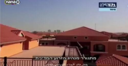 بالفيديو: حفيد موشيه ديان أمام فيلا مشعل في حيٍ راقٍ في قطر