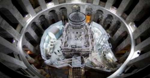 بالفيديو: فتح قبر السيد المسيح