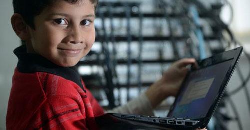 """بالصور: تعرّف على أصغر خبير """"computer"""" في العالم!"""