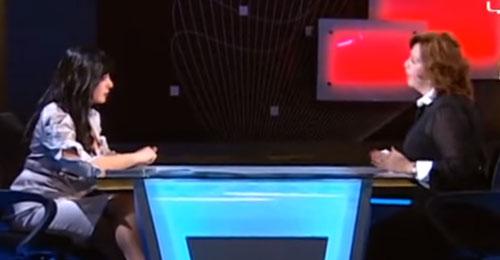 """بالفيديو: هكذا دافعت إلهام شاهين عن """"أسد البراميل""""!"""