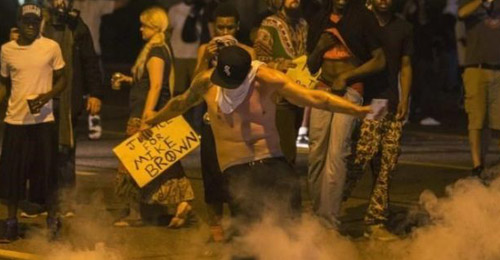"""متظاهرو فرغسن… """"كلاب مسعورة""""!"""