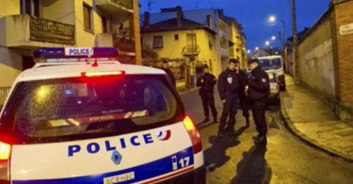 باريس تحتجز فرنسياً مغربياً من الفريق الانتحاري في بيروت