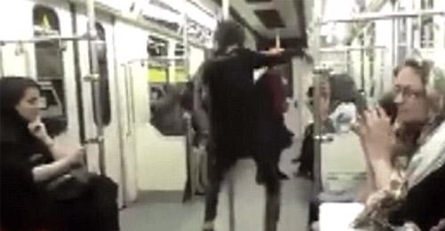 """بالفيديو: احتجاجاً على القانون… ايرانية ترقص داخل الـ""""مترو"""""""