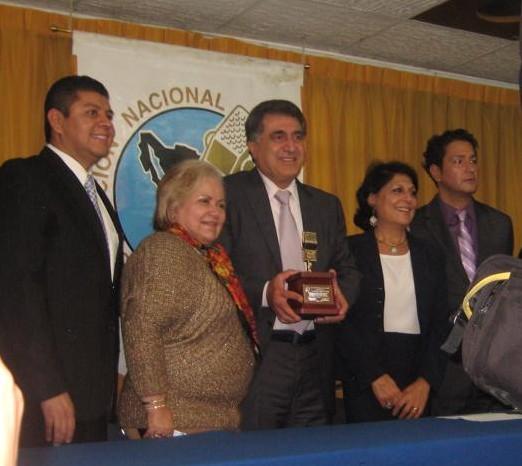 سفير لبنان لدى المكسيك يفوز بجائزة الميكروفون الذهبي