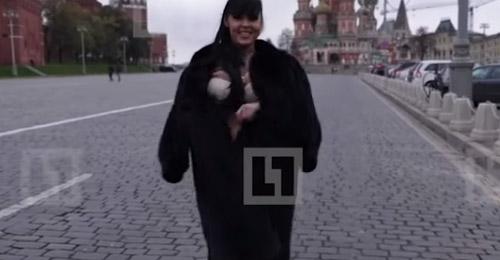 """بالفيديو: """"تعرّت"""" وطلبت الزواج من بوتين!"""