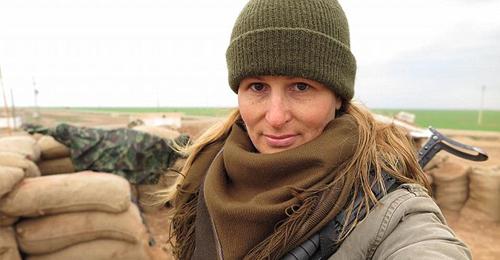 بالصور: حين تركت عارضة منصات الأزياء لتقاتل داعش في سوريا