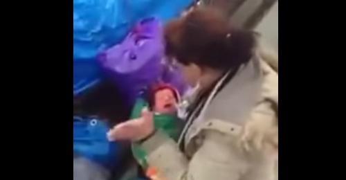 القصة الكاملة للفيديو الصادم عن ضرب أم رضيعها بوحشية!