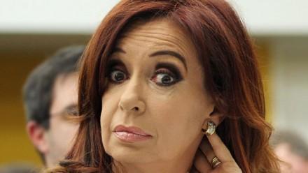 """رئيسة الأرجنتين مهددة من """"داعش"""": """"عليّ الاختباء تحت السرير!"""""""