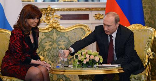 """بالفيديو: بوتين الـ""""Gentleman"""""""