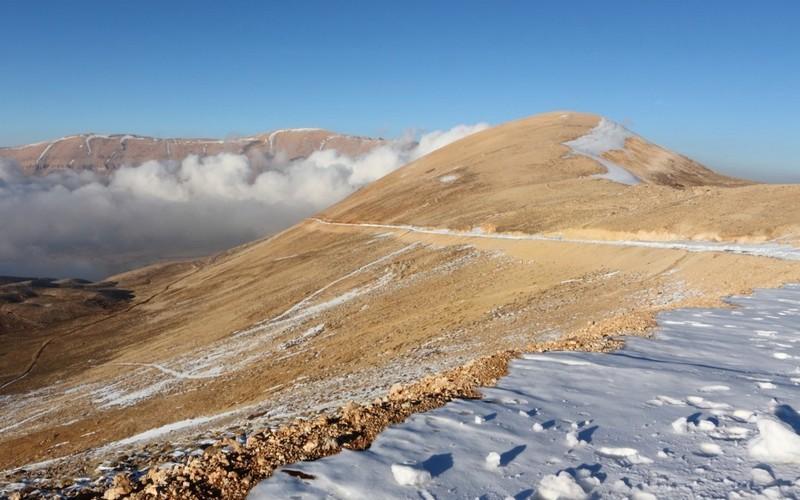 """مشروع """"القرنة السوداء"""" يستكمل استباحة قمم لبنان"""