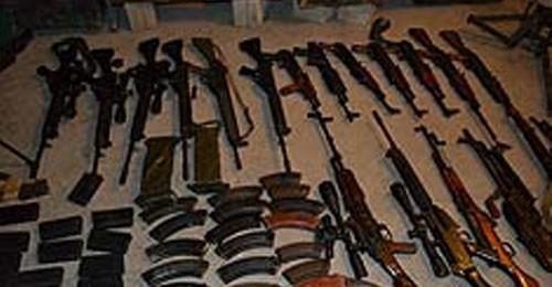 بالفيديو والصور: لمن تعود الأسلحة التي وجدت في منزل دقماق؟