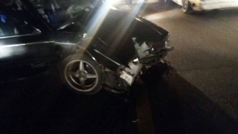 بالصورة: جريح باصطدام سيارة بعمود كهرباء في قبعيت