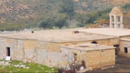 بالفيديو: كنيسة مار يوسف أصبحت زريبة تسرح بها الكلاب والمواشي