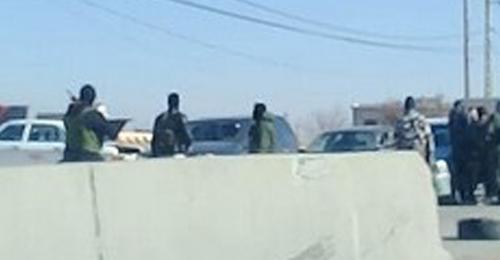 خاص بالصور: مسلحون يقطعون طريق الهرمل