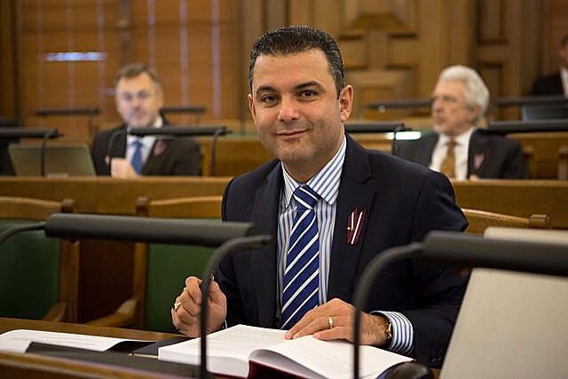 بالصور: الطبيب أبو مرعي أول لبناني نائباً في البرلمان اللاتفي