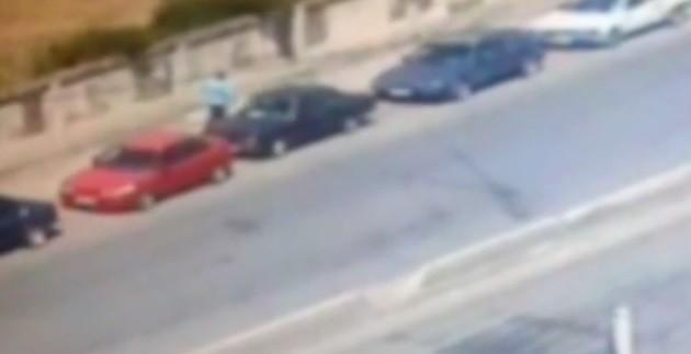 بالفيديو: سرقة سيارة في وضح النهار تفضحها كاميرا مراقبة في صيدا!
