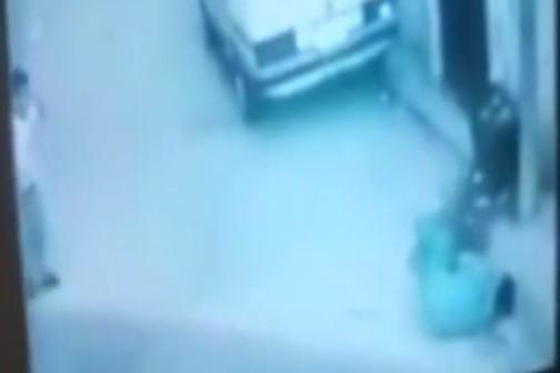"""بالفيديو: لحظة مقتل الشاب حلاق برصاص """"الابتهاج"""" في عين الحلوة"""