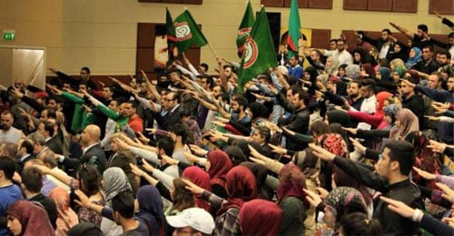 """خاص موقع """"القوات"""" بالصور: الجامعة اللبنانية مجدداً.. قَسَم علني في """"الحقوق 1″ و""""أمل"""" تحوّل ملعب كرة قدم إلى ساحة معركة"""